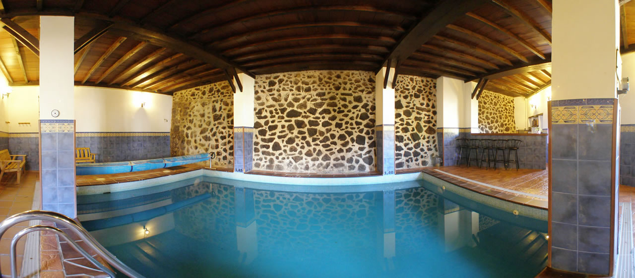Casas rurales con piscina climatizada jacuzzi y saunas en for Casa rural con piscina climatizada