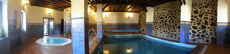 Zona de Aguas con Piscina cubierta climatiza y Jacuzzi®