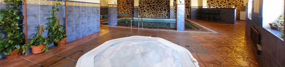 Jacuzzi® con hidromasaje gratuito en la zona de aguas.