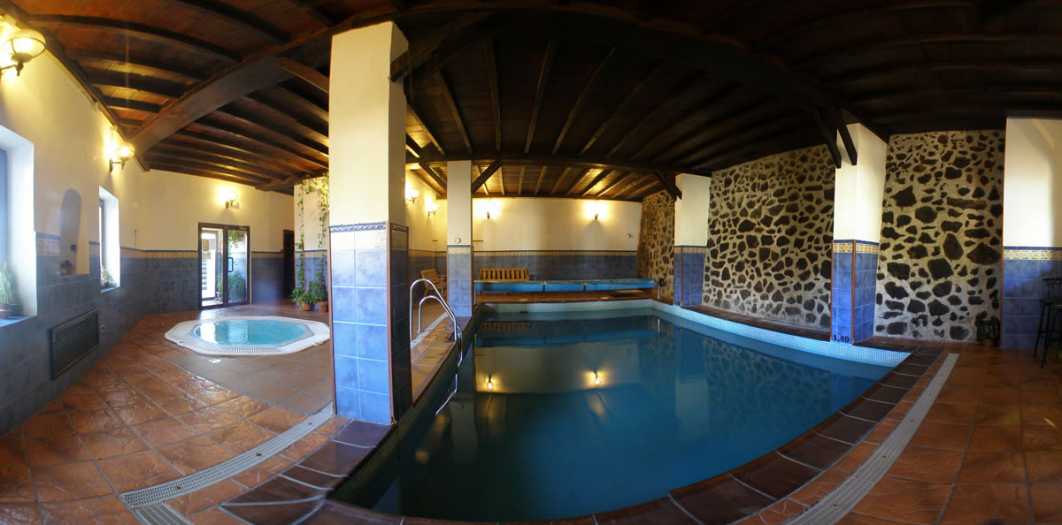 Casas rurales con piscina climatizada jacuzzi y saunas en la alpujarra - Casa rural piscina interior ...